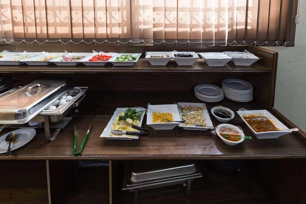Detalle del desayuno en el hotel 7boys en Amman, Jordania