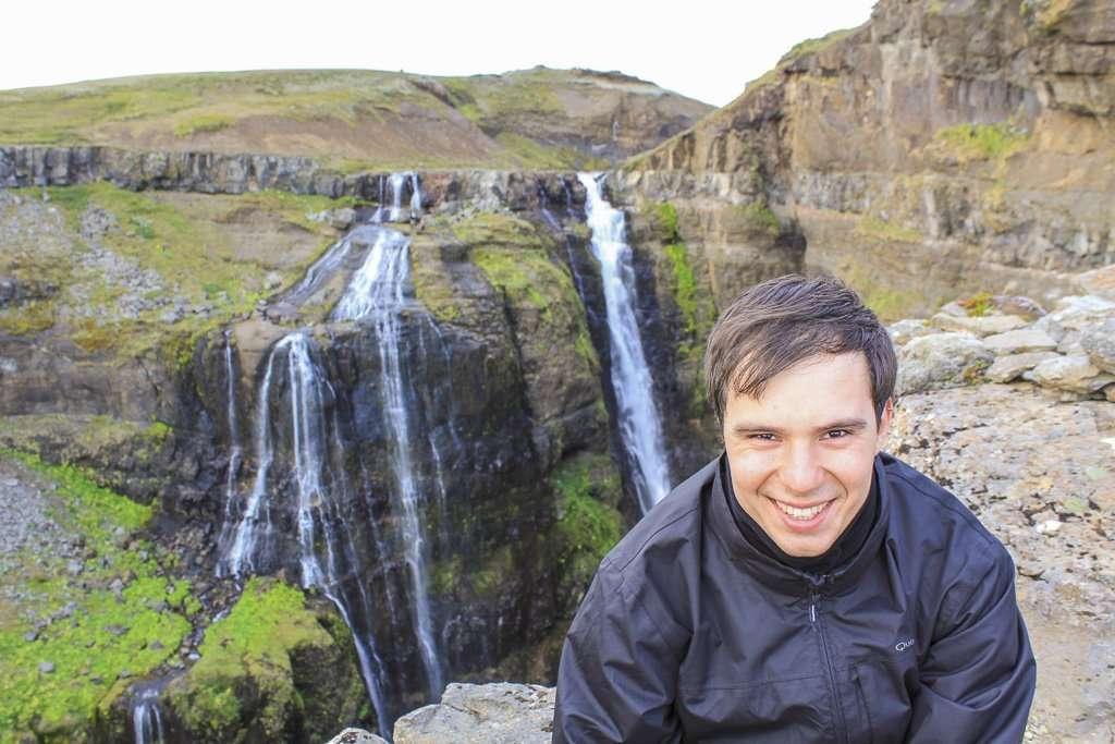 Alberto frente a la cascada Glymur