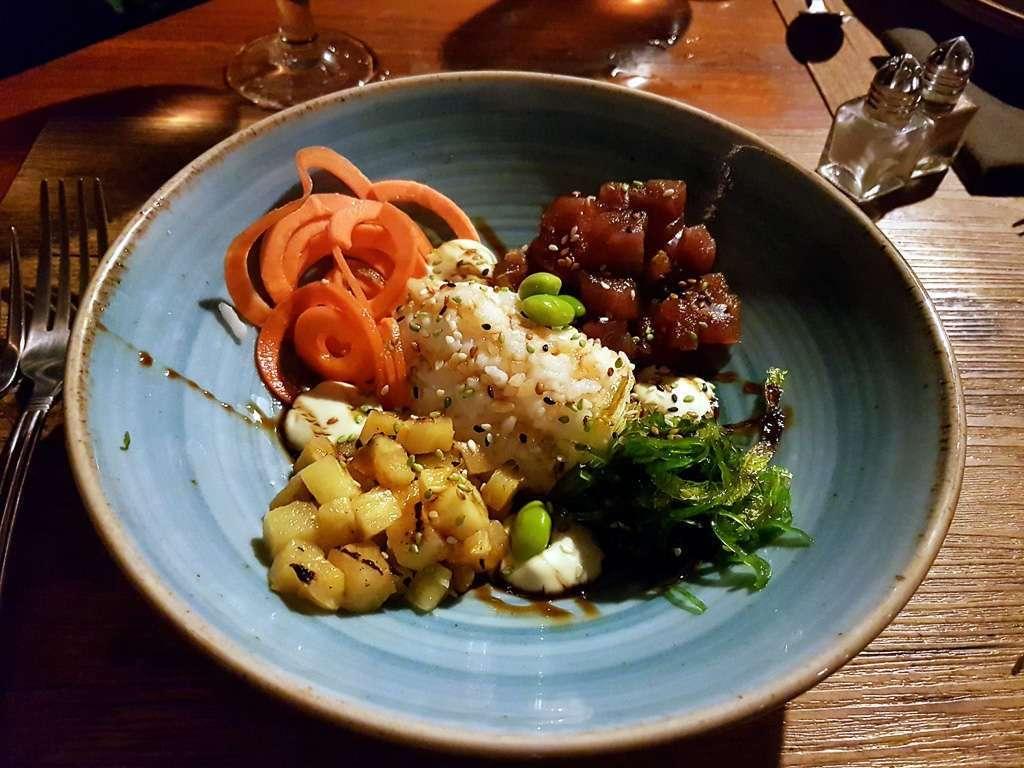 Atún marinado en el restaurante Tulemar