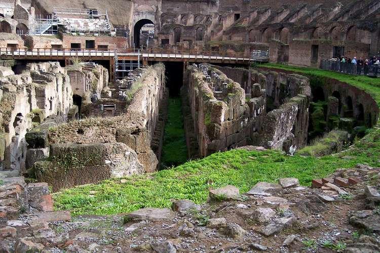 Bajo la arena del Coliseo