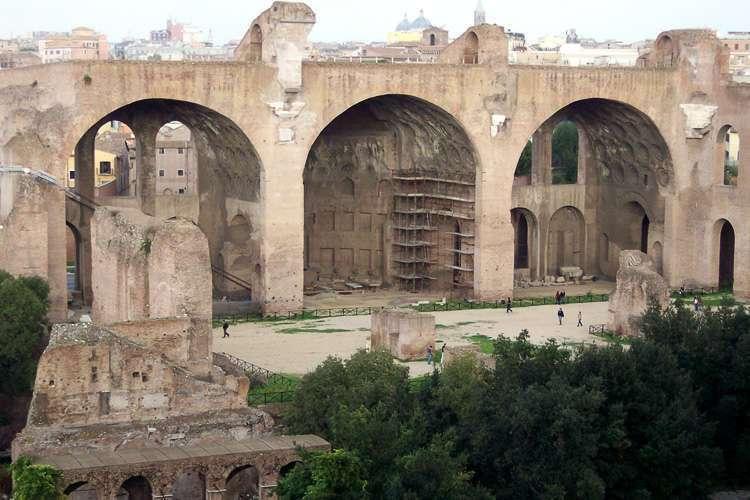 Basílica de Majencio y Constantino