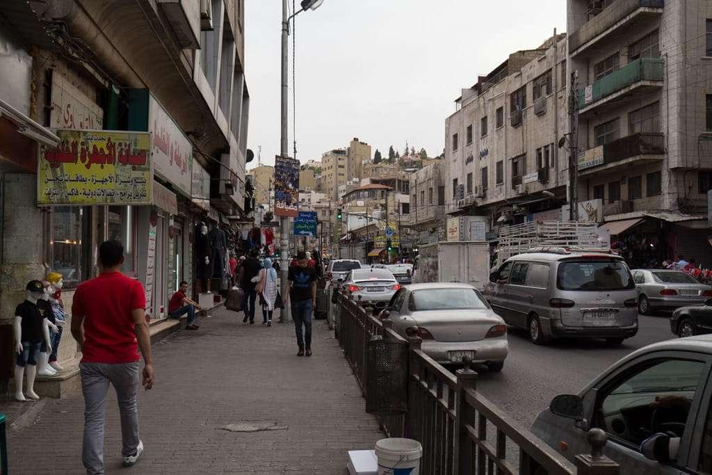 Tráfico en el centro de Amman, Jordania
