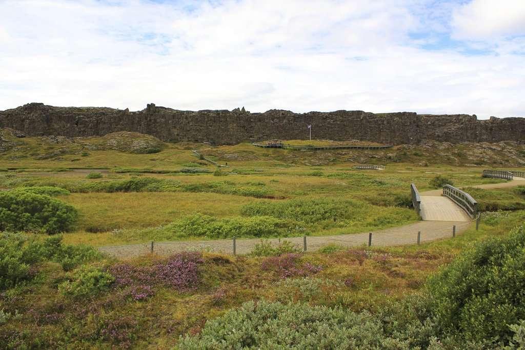 Vista general de una de las grandes grietas de Þingvellir