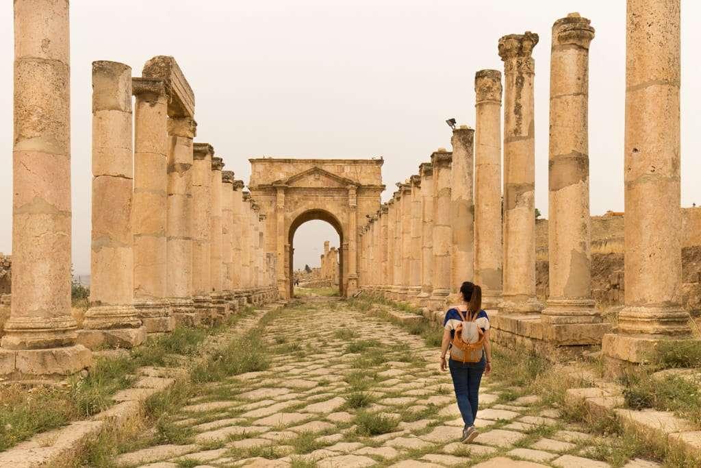 Tethrapylon norte de Jerash