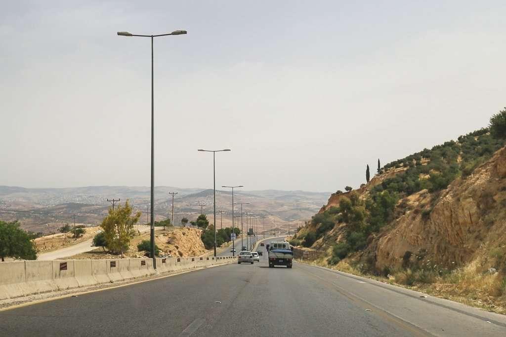 Carretera de dos carriles por sentido que va de Amman a Jerash, Jordania