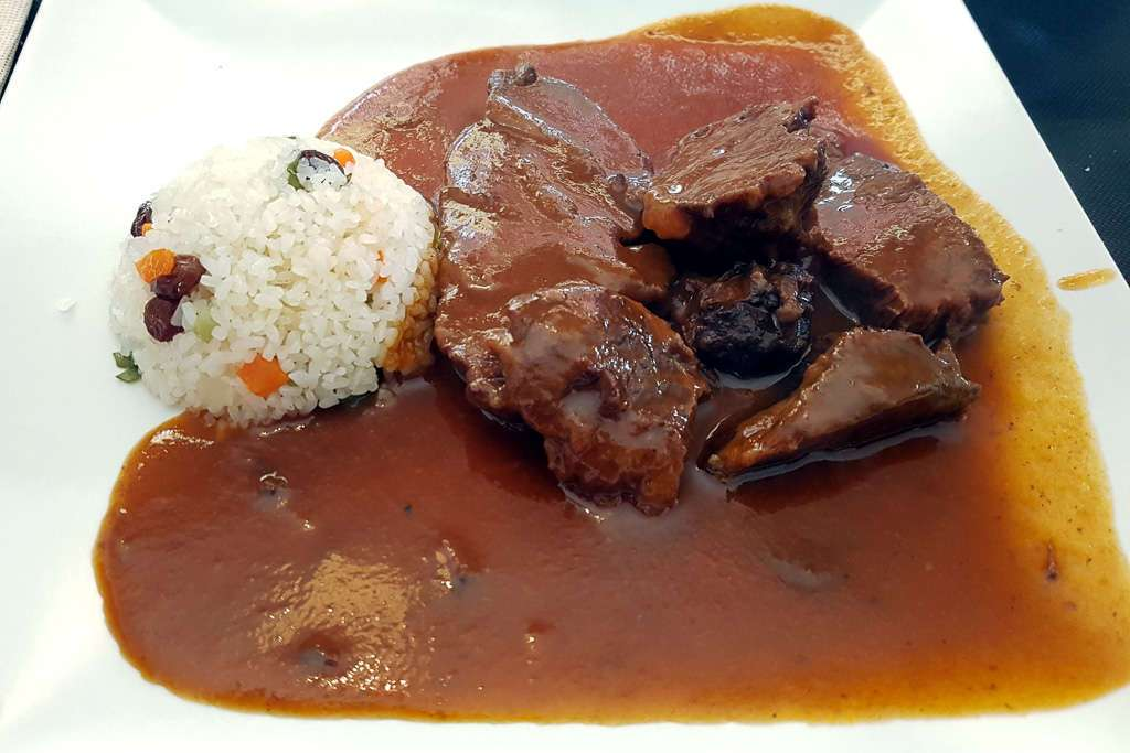 Carrilleras de restaurante Blanco y Negro de Oña