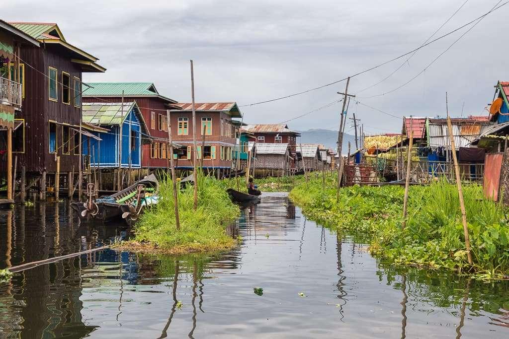 Casas de un pueblo del lago Inle, Myanmar