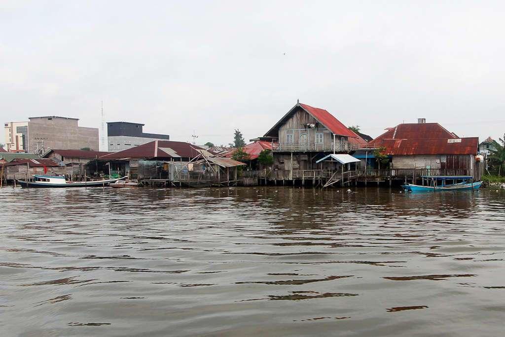 Casas de pescadores del puerto de Kumai (Borneo)