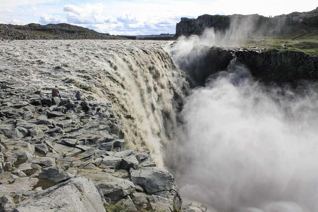 Dettifoss y su brutal caída de agua