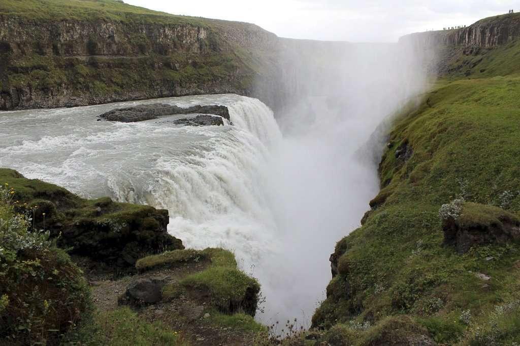El agua de Gullfoss se precipita al vacío