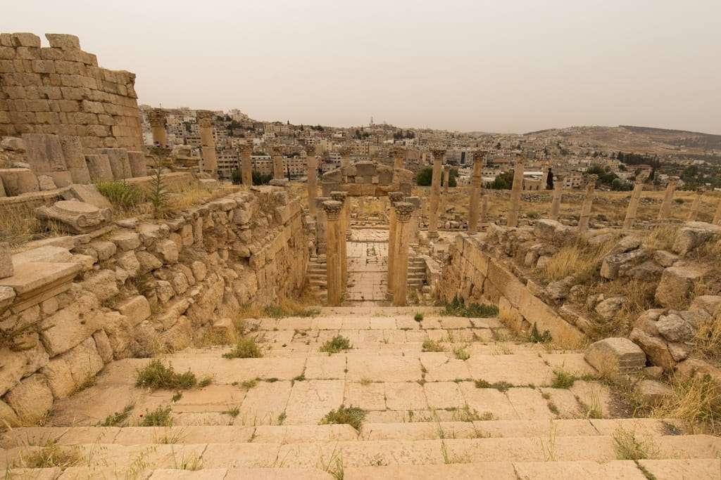 Escalinata de salida de la Catedral de Jerash