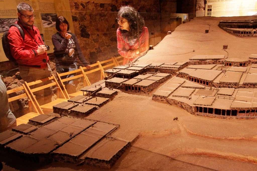 Explicación en el Centro de Interpretación Las Salinas de Poza de la Sal