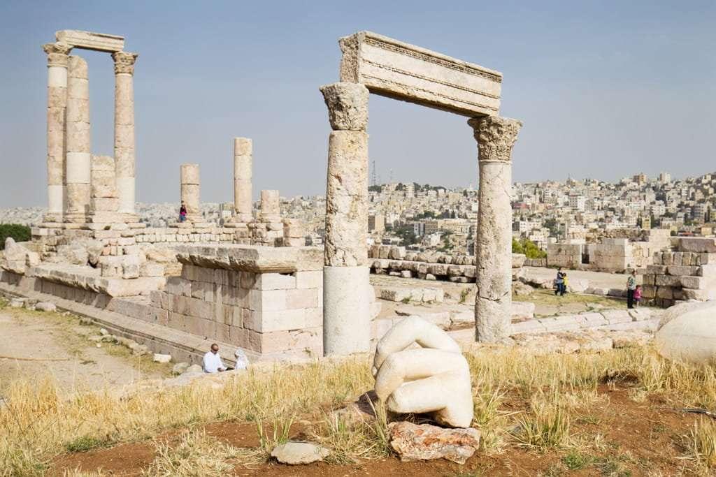 Mano del Coloso del Templo Hércules en la Ciudadela de Amman