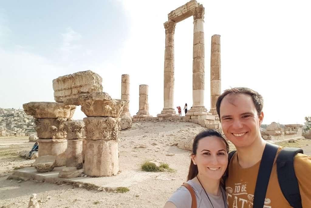 Lena y Alberto en el Templo Hércules en la Ciudadela de Amman