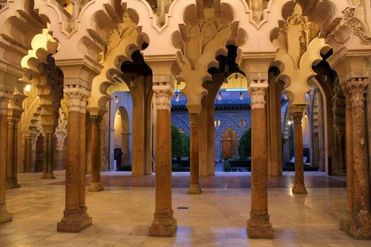 Columnas del Palacio de la Aljafería (Zaragoza)
