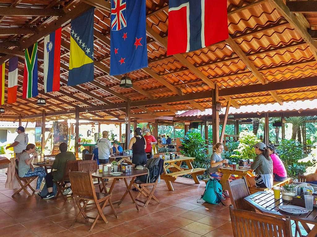 Comedor del campo base de Ríos Tropicales