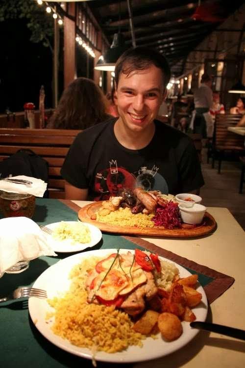 Comiendo una barbaridad en el Pod Wawalem (Cracovia)