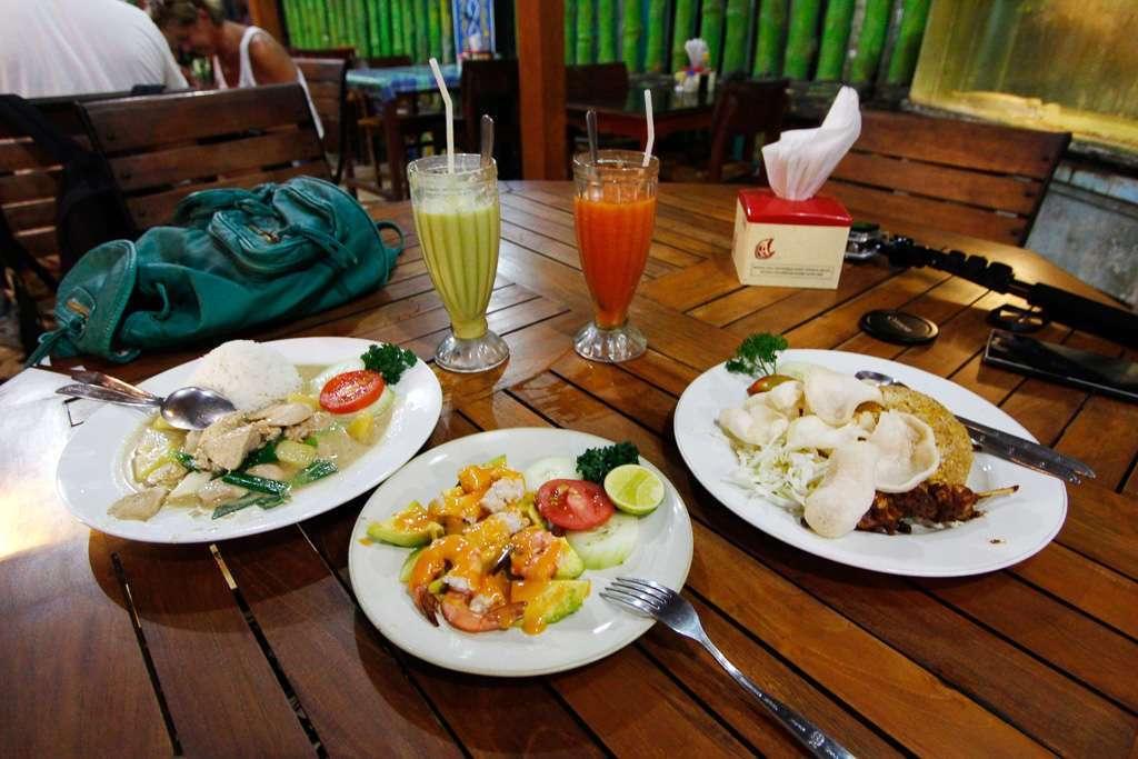 Nuestra cena en el restaurante Superman de Yogyakarta