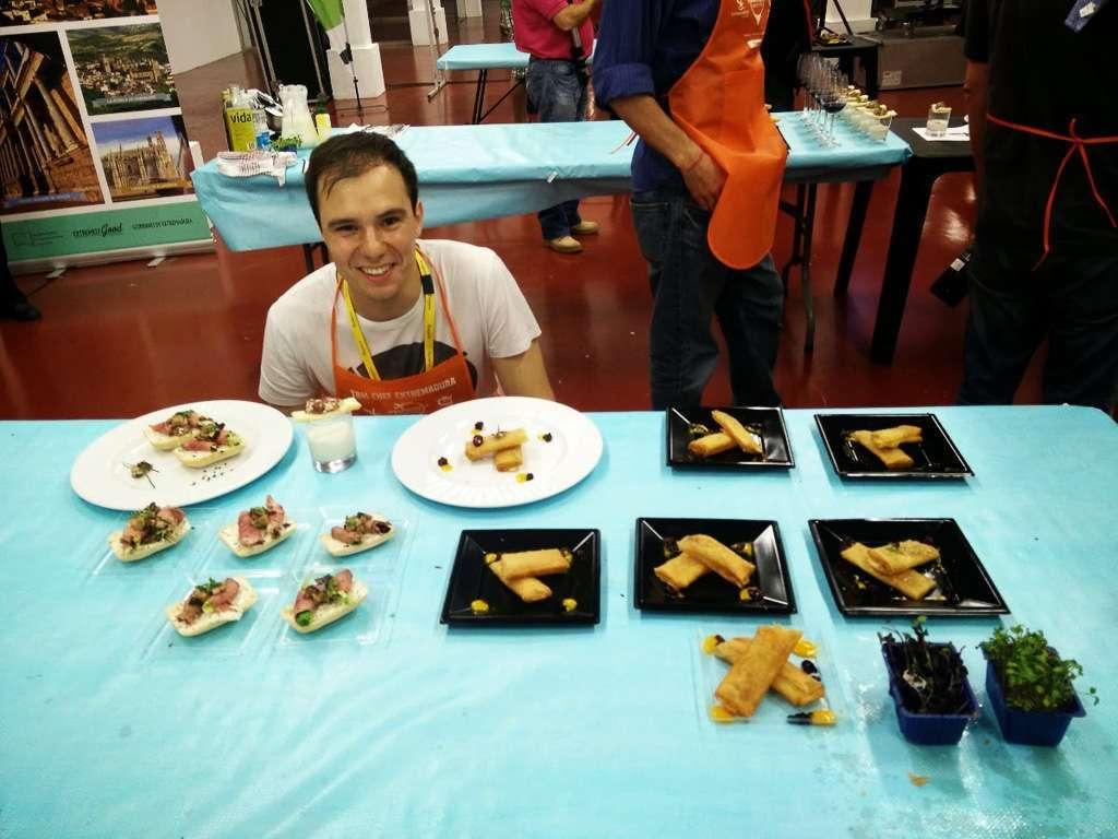 Delante de los platos que hice con mi grupo en el Master Chef del TBMPlasencia