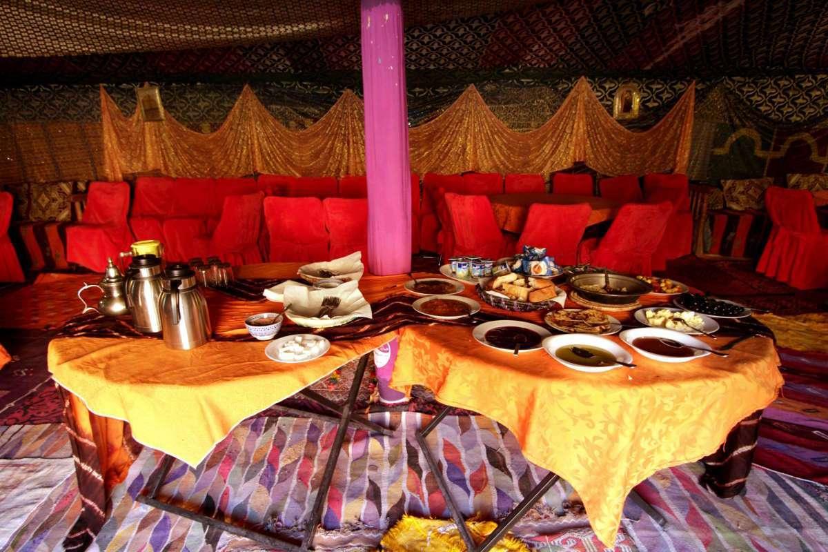 Desayuno del campamento de lujo del Auberge Café du sud