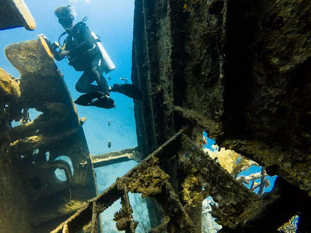 Interior del barco hundido, Aqaba, mar Rojo, Jordania