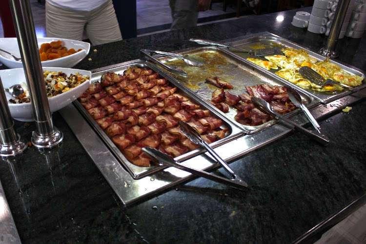 Buffet del hotel (desayuno) - salados