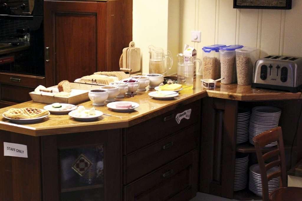 Desayuno buffet del Selfoss Hostel