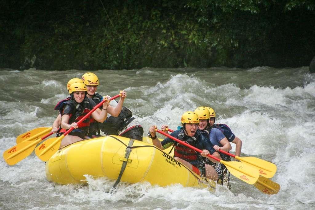 Diversión y esfuerzo durante el rafting