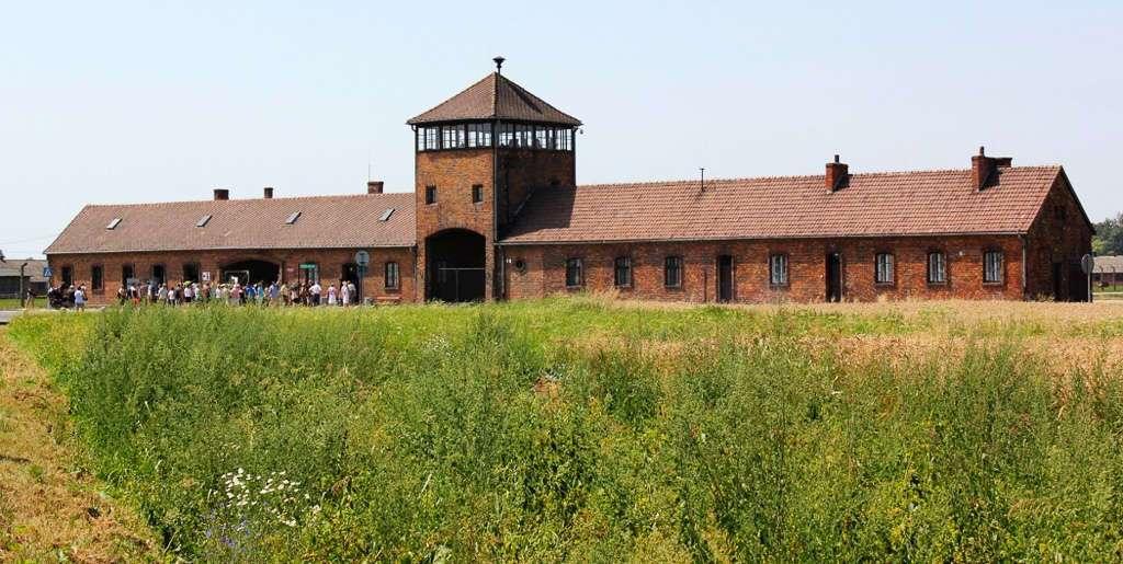 Entrada de Auschwitz II - Bikernau