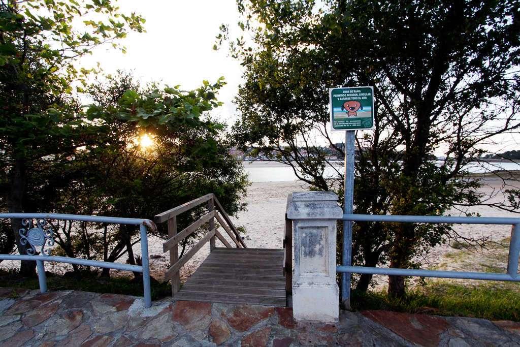 Entrada a la playa de la maza de San Vicente de la Barquera