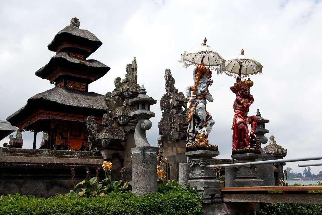 Esculturas de Ulun Danu Bratan (Bali)