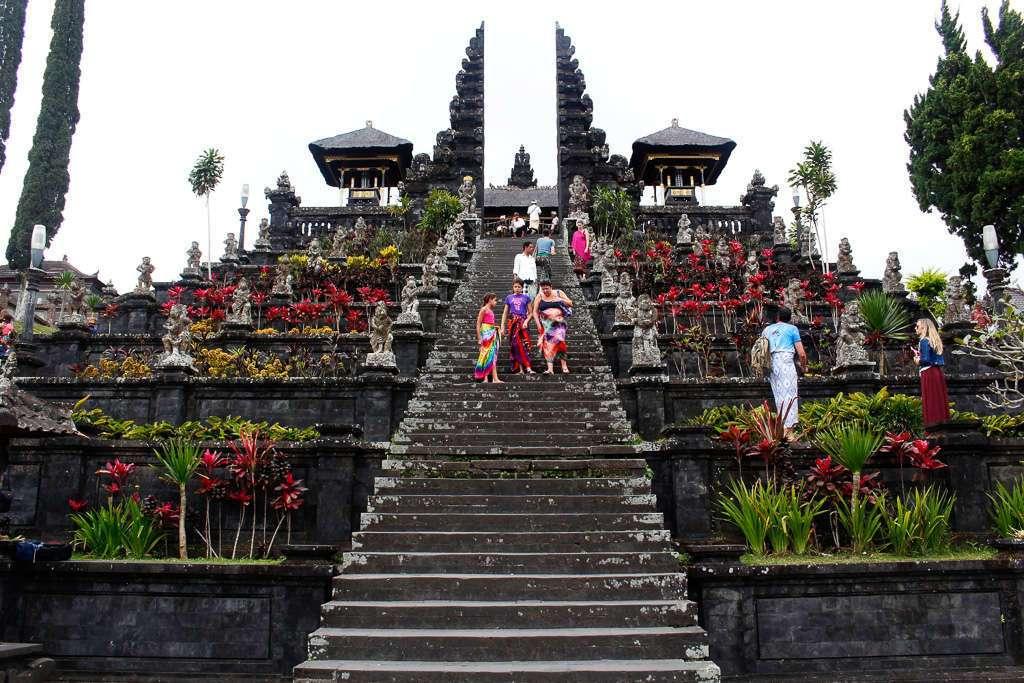 Escaleras de Pura Besakih (Bali)