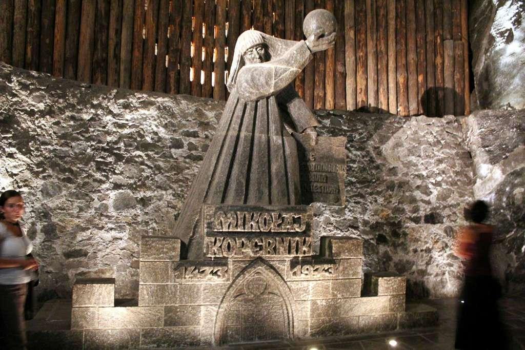 Escultura de Copérnico en las minas de sal de Wieliczka