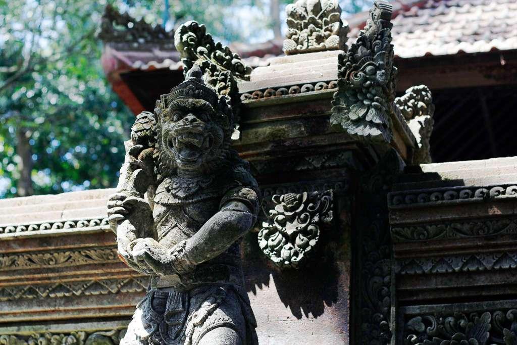Una escultura en el Monkey Forest