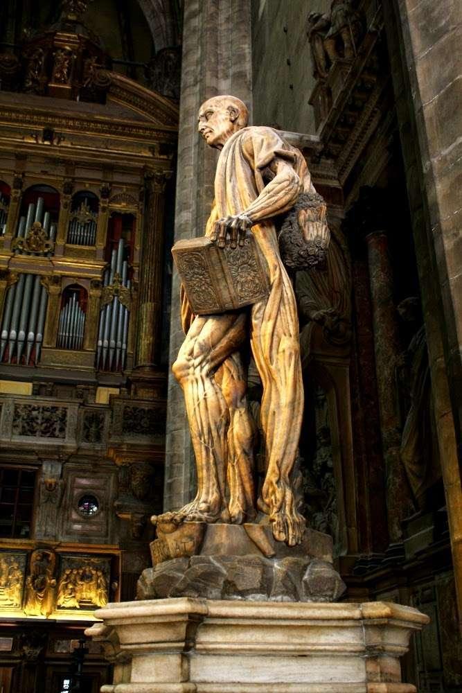 Lateral escultura de San Bartolomé, patrón de los curtidores (Il Duomo, Milán)