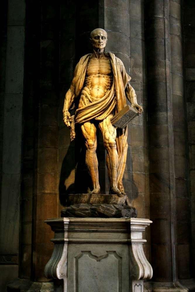 Escultura de San Bartolomé, patrón de los curtidores (Il Duomo, Milán)