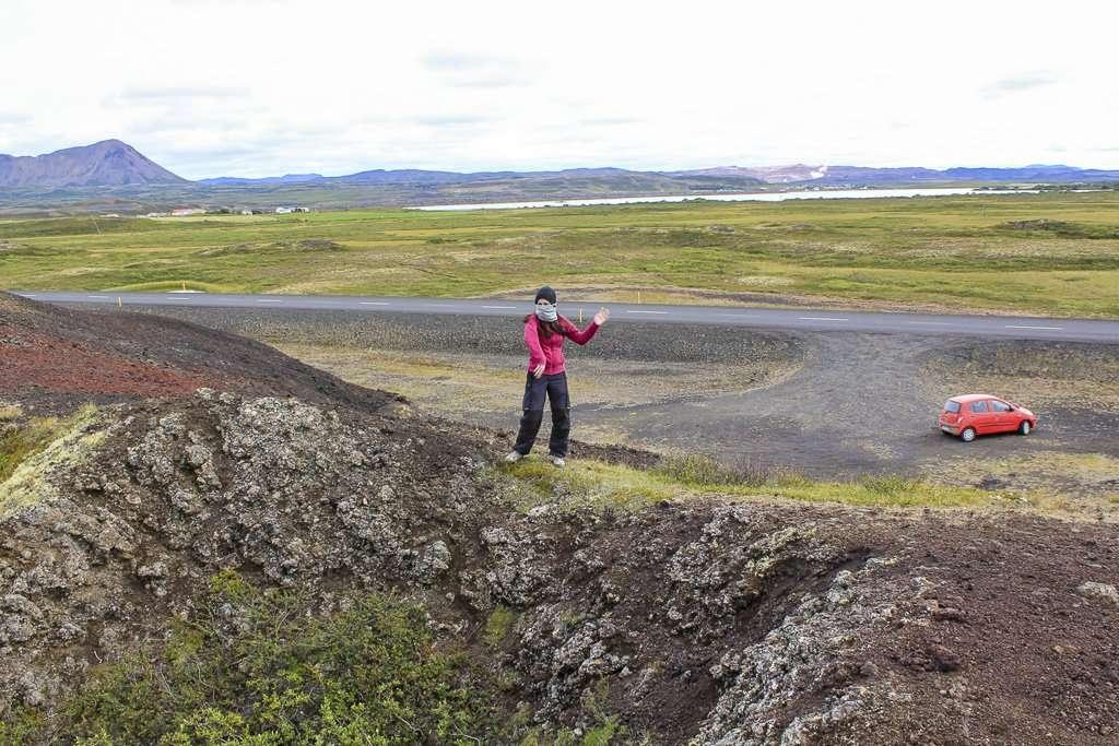 Lena espantando moscas en Mývatn