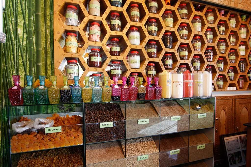 Especias en el interior de una tienda de Marrakech