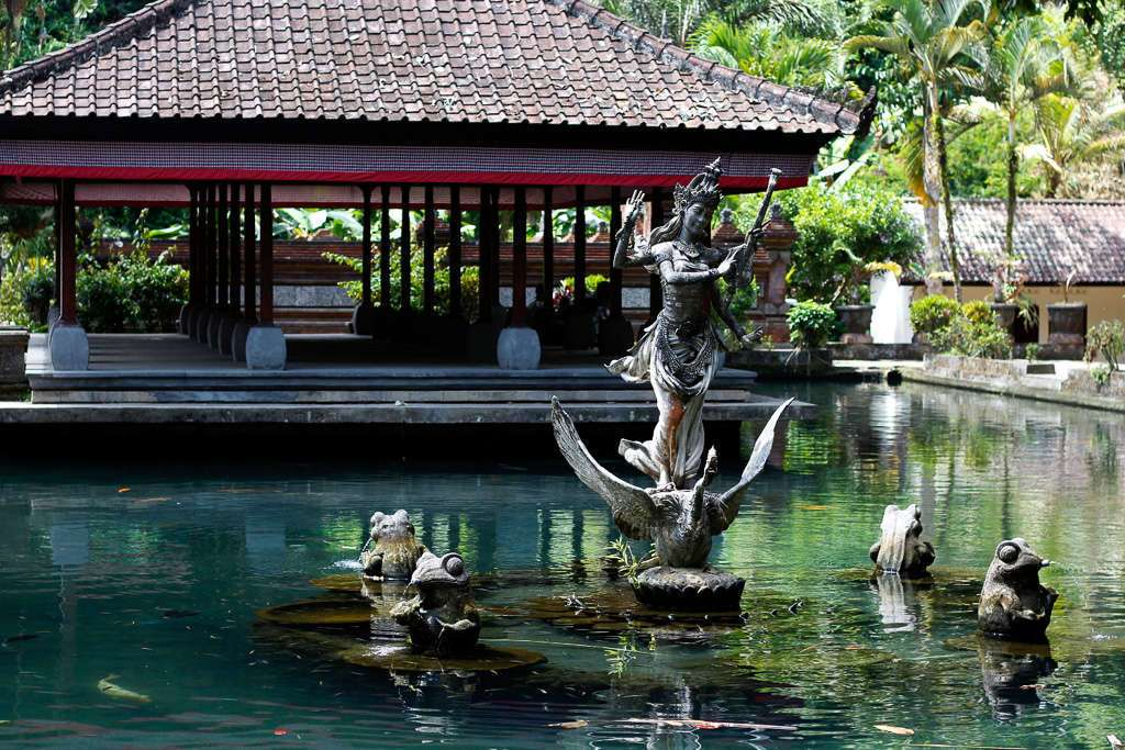 Pequeño lago en Pura Gunung Kawi
