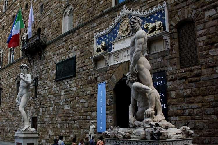 Dos estatuas en la Piazza della Signoria (Florencia)