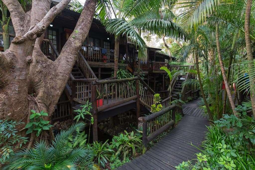 Exterior de las habitaciones del Umlilo Lodge, St. Lucía, Sudáfrica