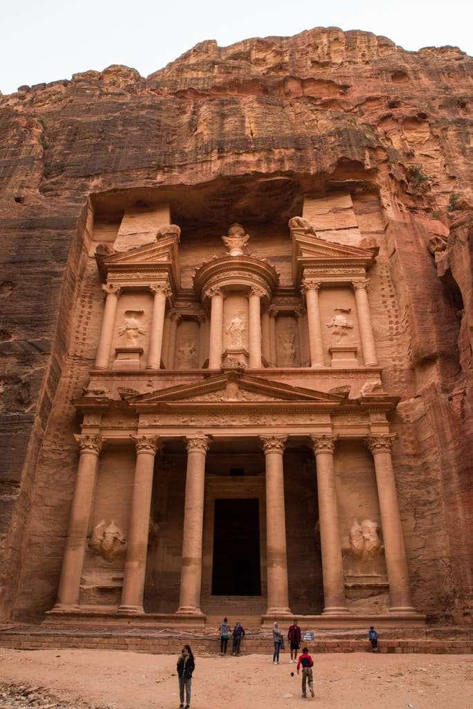 Fachada del Tesoro de Petra al atardecer, Jordania