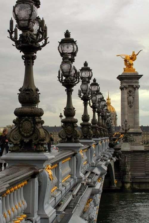 Puente de Alejandro III con los Inválidos de fondo