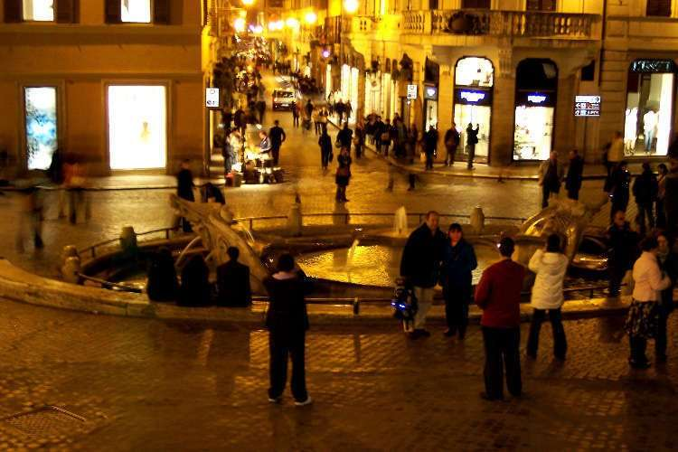 Fontana della Barcaccia en la Piazza Spagna