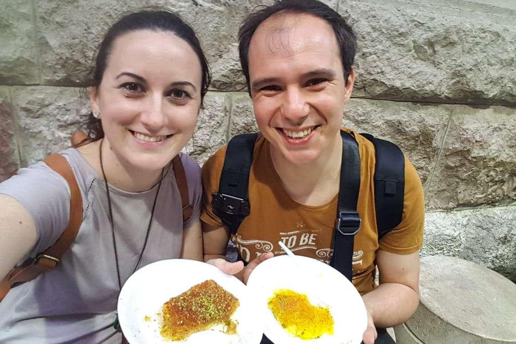 Alberto y Lena en Habibah comiendo Knafeh, Amman