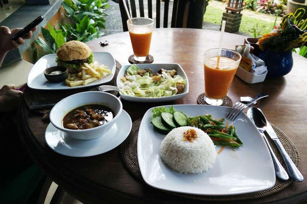 Nuestra primera comida en el Bunga Permai de Ubud