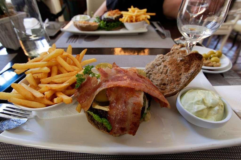 Hamburguesas en el restaurante la Plaza de Málaga
