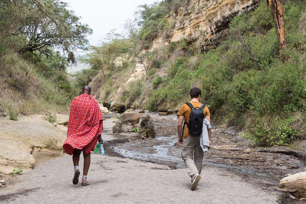 En el desfiladero de Hell's Gate junto a nuestro guía masai