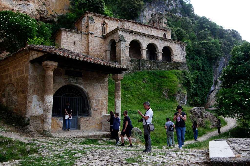 Humilladero del Cristo y la ermita de Nuestra Señora en Tobera