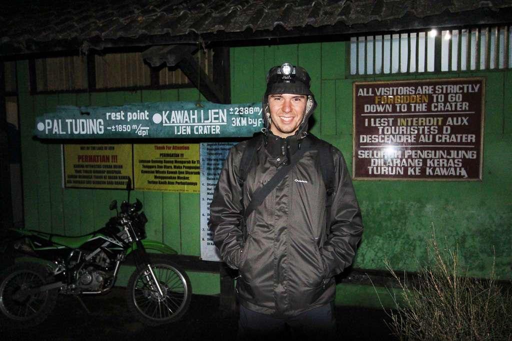 Antes de iniciar el trekking al volcán Ijen
